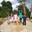 Anak-anak Ini Terlihat Gembira Nikmati Jembatan dan Jalan Baru
