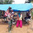 Satgas TMMD  Kodim Aceh Barat Jalin Komsos dengan Warga disela Istirahat Kerja
