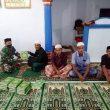 Usai Salat Isya Berjama'ah, Satgas TMMD Beri  Bantuan Kitab Suci Al-Quran