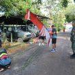 Pasca TMMD Prajurit Kodim Ketapang Pelopori Pemasangan Bendera dan Umbul-umbul