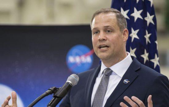 NASA Rencanakan Pendaratan Perempuan Pertama di Bulan Tahun 2024