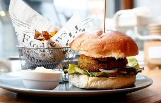 Parlemen Uni Eropa Dukung Istilah Burger Sayuran dan Sosis Sayuran