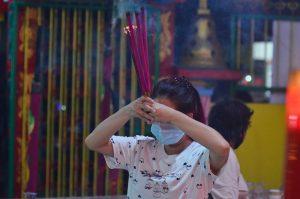 FOTO: Warga Tionghoa Pontianak Padati Vihara Waru
