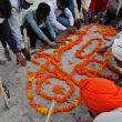 Di India, Ratusan Jenazah Dikuburkan di Tepi Sungai