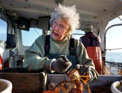 Perempuan Penangkap Lobster Berusia 101 Tahun Tidak Berencana Pensiun