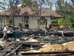 Dua Rumah Warga Desa Semparuk Kuala, Sambas Ludes Terbakar