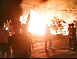 Dua Rumah Warga Padang Terbakar dan Satu Orang Dilaporkan Meninggal Dunia