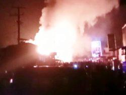 Kebakaran Hebat Membakar Puluhan Kios Pedagang Pasar Kambang Sumatera Barat